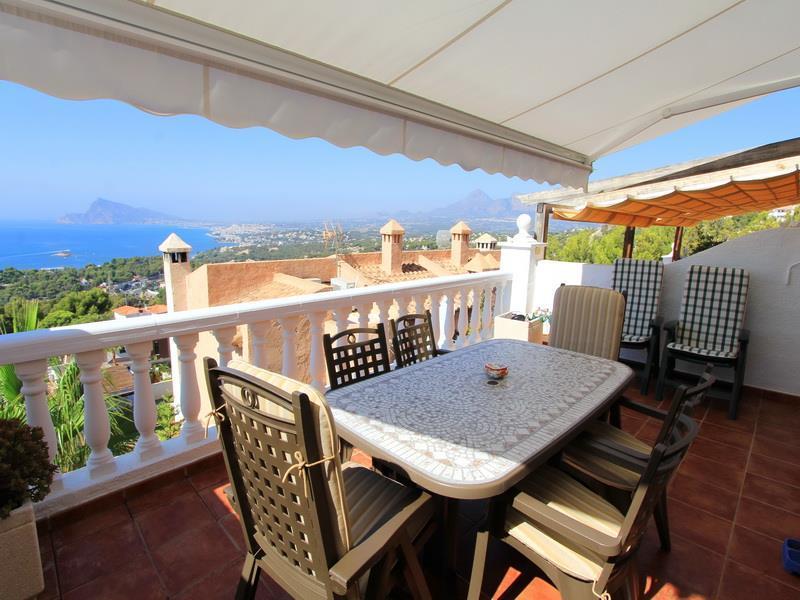 Продажа недвижимости в испании на берегу моря с видом на море